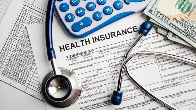 Seguro médico a indocumentados: a un paso de ser real