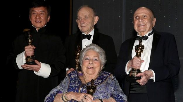 Honran a estrellas de Hollywood con premios Oscar
