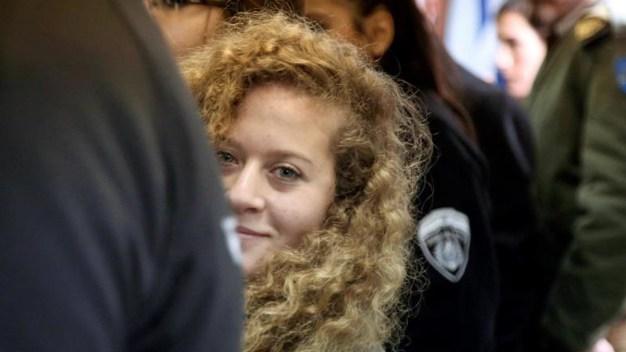 Cárcel para menor palestina que abofeteó a soldados