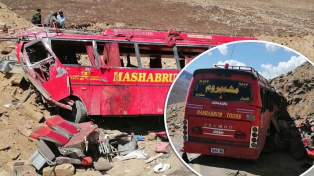 Tragedia en Pakistán: 26 muertos al estrellarse autobús