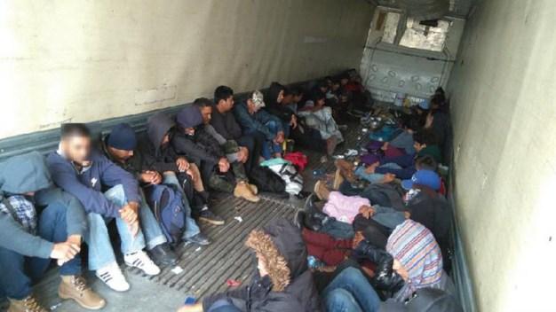 Se escuchaban gritos de auxilio: hallan migrantes en camión