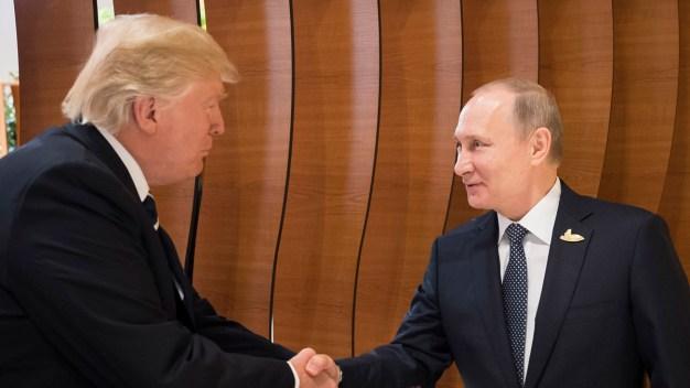 Trump y Putin mantienen charla telefónica de más de una hora