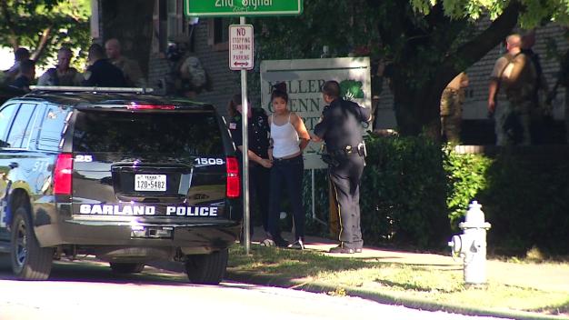 Cuatro arrestados tras atrincheramiento en Garland