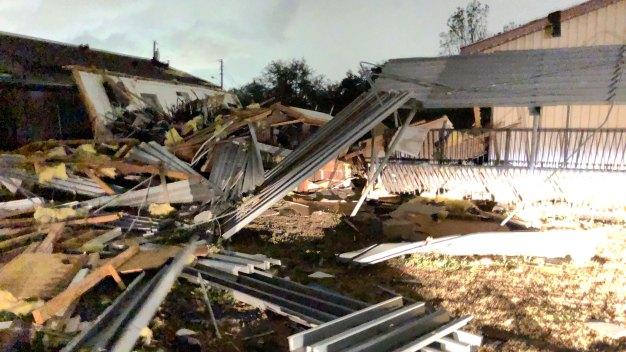 Escuelas afectadas tras el paso de tornados en el Metroplex