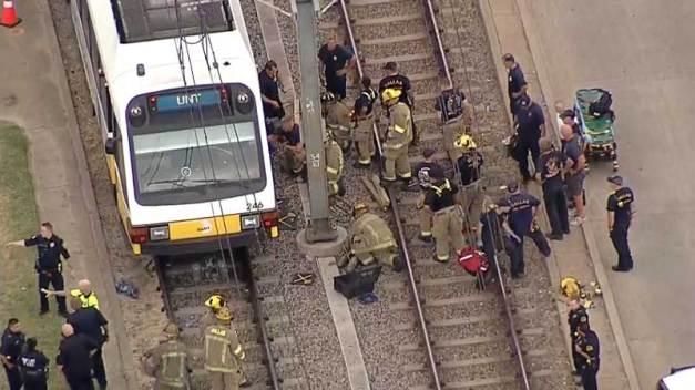 Dallas: Disparos al aire terminan con atropellado por tren