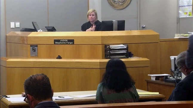 Padres de Sherin Mathews se niegan a responder en audiencia