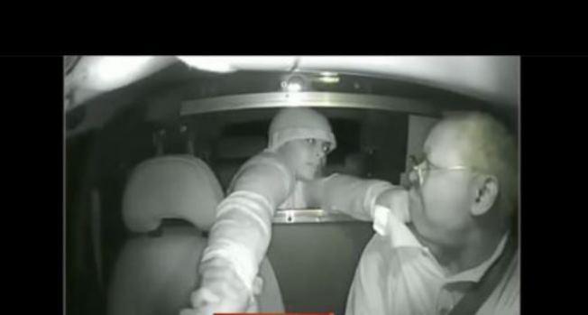 Video: La emprende a martillazos con taxista
