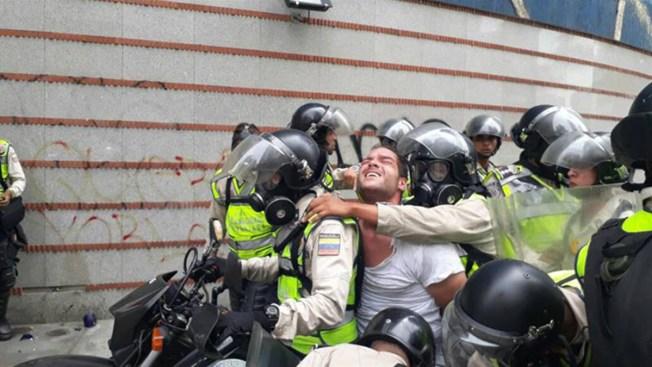 Detienen al asistente de Freddy Guevara antes de iniciar la marcha