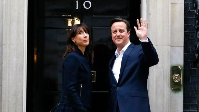 Libro retrata supuesto libertinaje de Cameron
