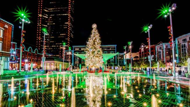 Fort Worth: Todo listo para recibir el árbol navideño en Sundance Square