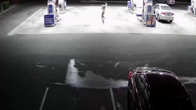 En video: sospechoso intenta disparar a conductor de Lyft en gasolinera