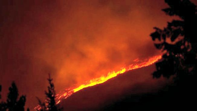 Tres bomberos mueren por incendio forestal