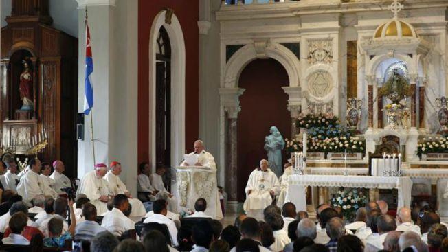 Papa se despide de Cuba y continúa a EEUU