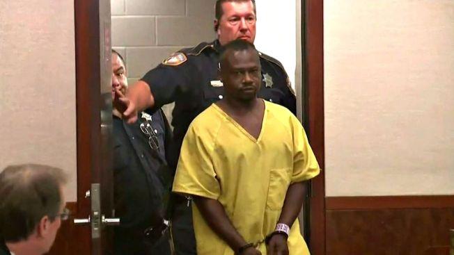 Sin fianza acusado de masacre de 8 familiares
