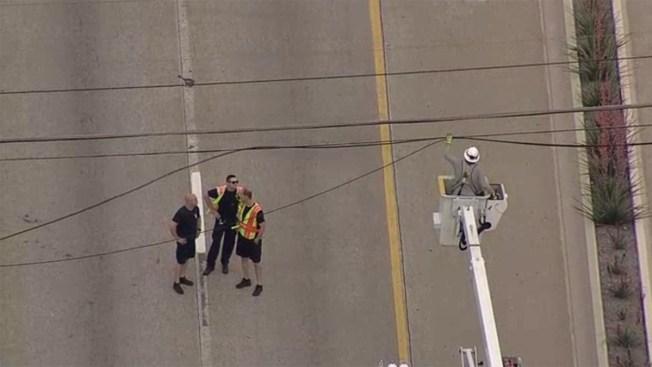 En Dallas: cables de electricidad provocan caos vial en la 75