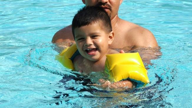 Mucho cuidado con sus hijos en albercas, lagos y playas
