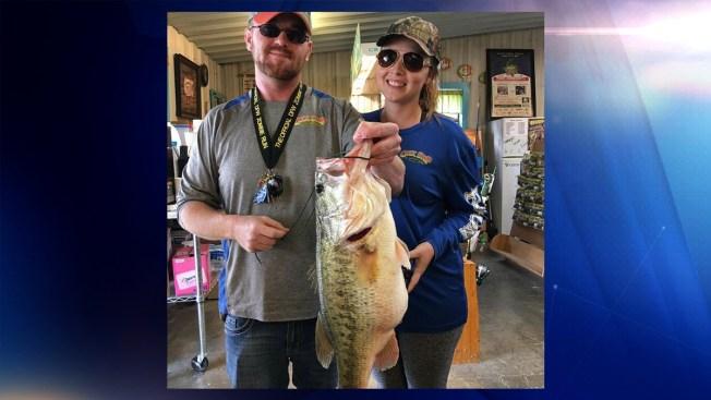 "Capturan enorme pez en Texas usando ""nugget"" de McDonalds"