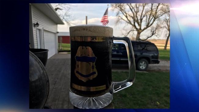 Congresista celebra deportación de ''dreamer'' con una cerveza