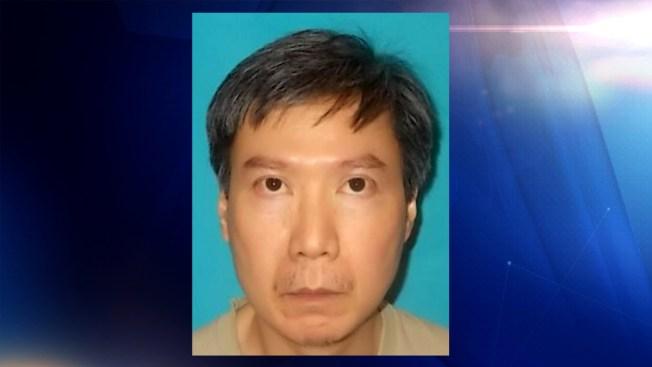 Hombre enfrenta cargos por indecencia con una menor en Frisco