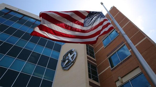Despiden a otros dos oficiales de la policía de Dallas