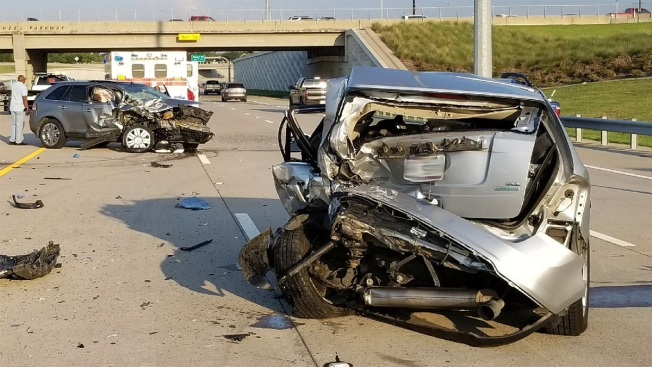 Accidente crea caos vial en la carretera 190 en Garland