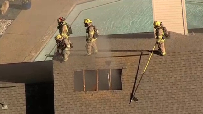 Controlan incendio en complejo de viviendas en Dallas