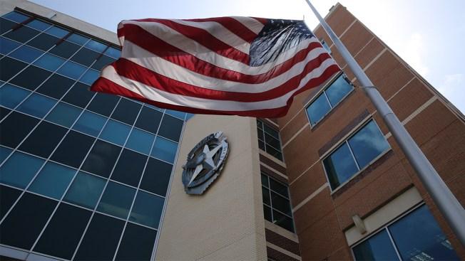 Despiden a cuatro policías de Dallas