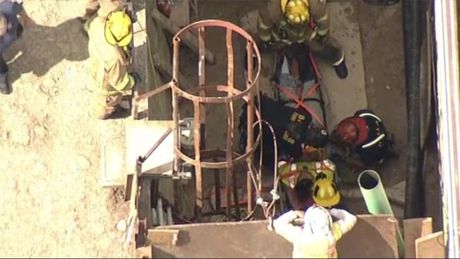 Obrero cae en un pozo en Dallas