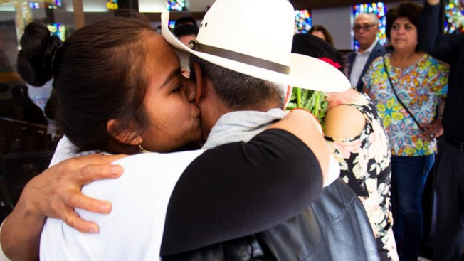 Se reúnen en Texas con sus hijos tras décadas de separación