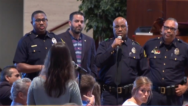 Reunión comunitaria de la policía de Dallas y Telemundo 39 para los residentes