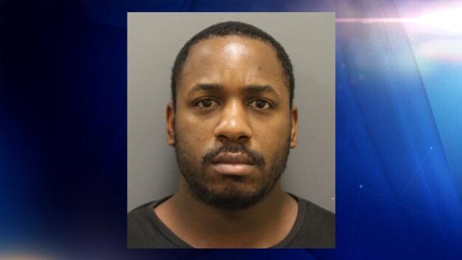 Arrestan a sospechoso de robar varias tiendas en Denton