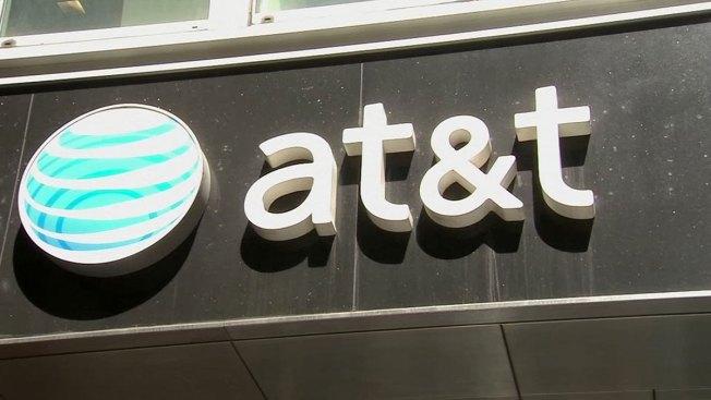Rayo provoca apagón de servicio de AT&T en el Metroplex