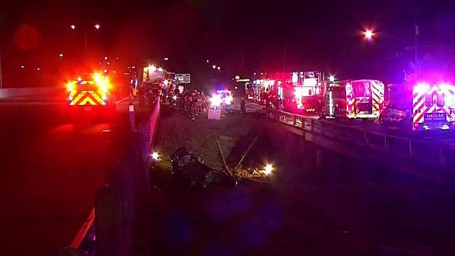 Dos muertos en auto que cayó a riachuelo