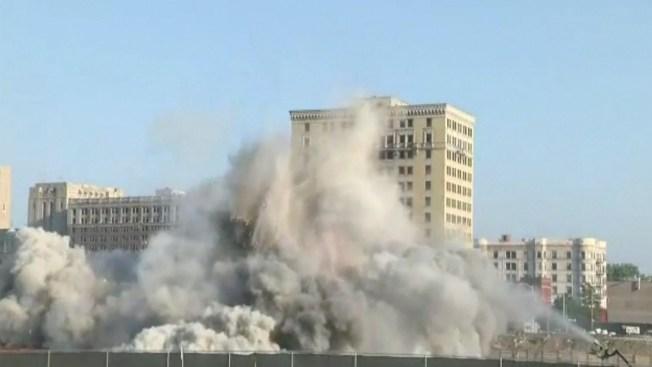 En video: espectacular demolición de hotel