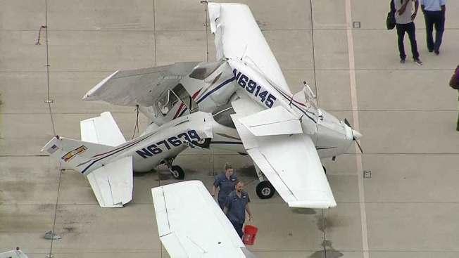Vientos destruyen avionetas en Denton como si fueran de papel