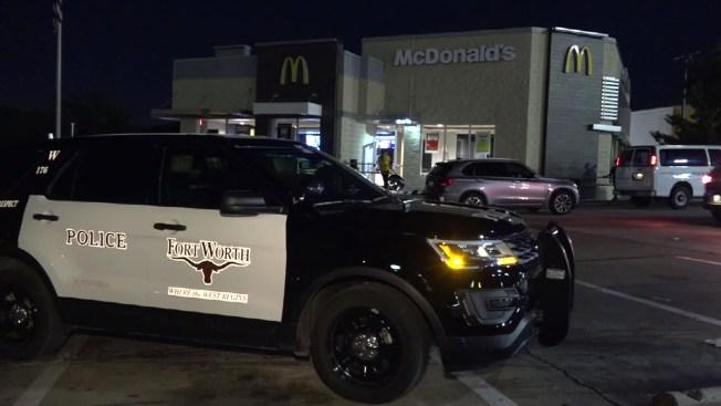 Empleado de McDonald's apuñala a compañero en Fort Worth