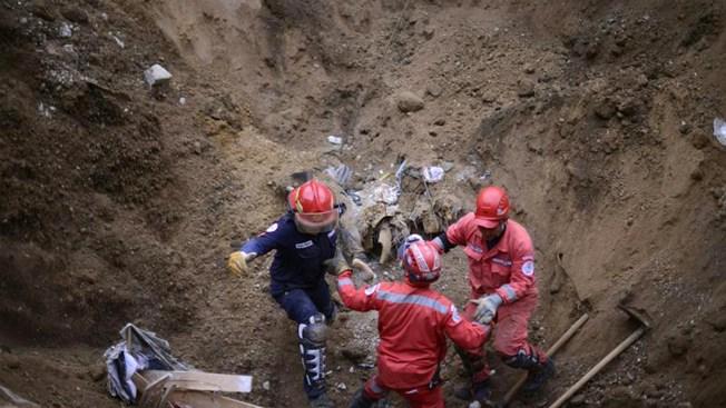 Suben a 131 los muertos por alud en Guatemala