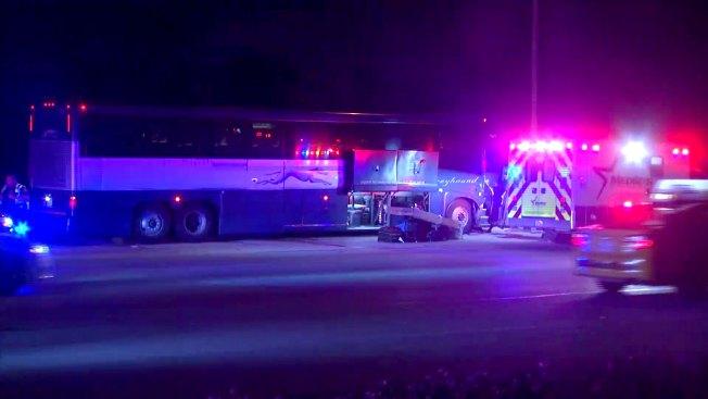 Choque de autobús en Fort Worth deja varios heridos