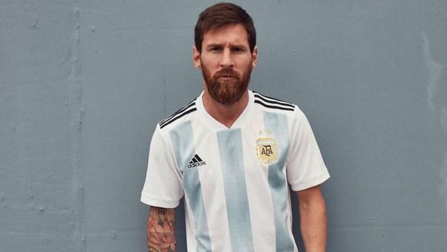 35df2ef33 Messi presenta la camiseta de la selección argentina. Leo Messi   messi10stats