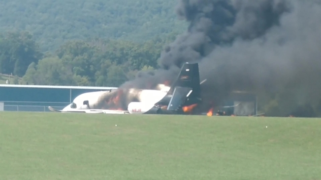 Expiloto de NASCAR sobrevive brutal accidente aéreo