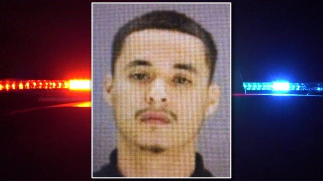Buscan a homicida que se escapó en Dallas