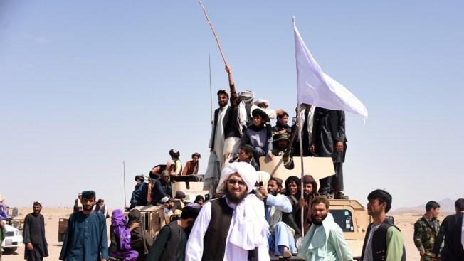 Talibanes liberan a dos rehenes; un estadounidense y un australiano