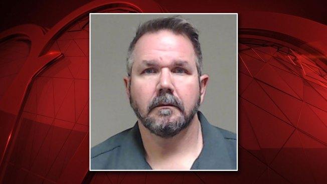 En McKinney: acusan a subdirector de agresión sexual de menor