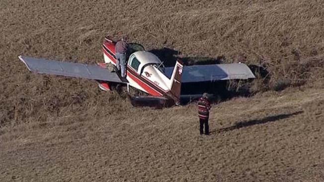 Avión sin hélice aterriza de emergencia