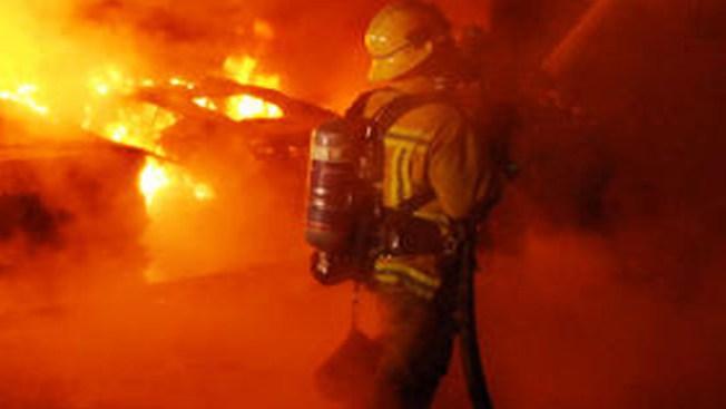 Incendio mata a dos bomberos