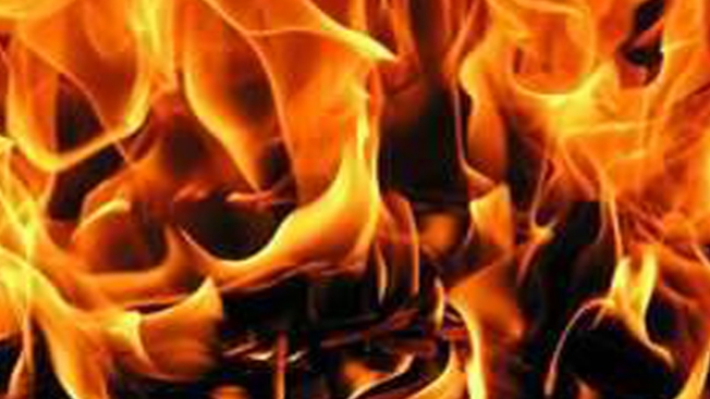 Joven salva a hermana del fuego