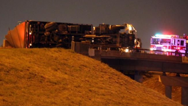 Pesadilla vial por camión volteado