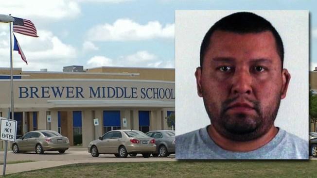 Ex maestro acusado de asalto sexual