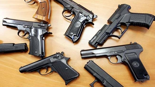 Roban 274 armas de tiendas de Houston