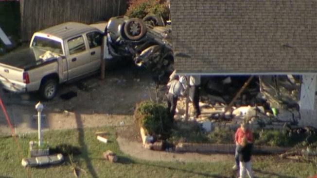 Auto acaba dentro de casa en Fort Worth